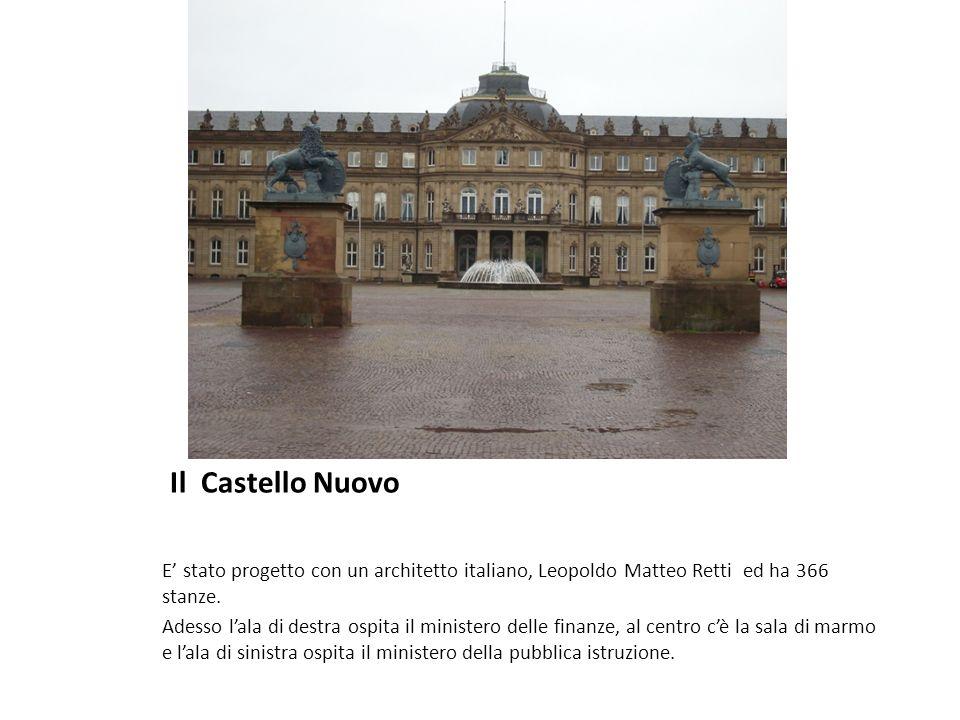Il Castello Nuovo E' stato progetto con un architetto italiano, Leopoldo Matteo Retti ed ha 366 stanze.