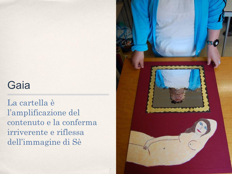 Gaia La cartella è l'amplificazione del contenuto e la conferma irriverente e riflessa dell'immagine di Sè.