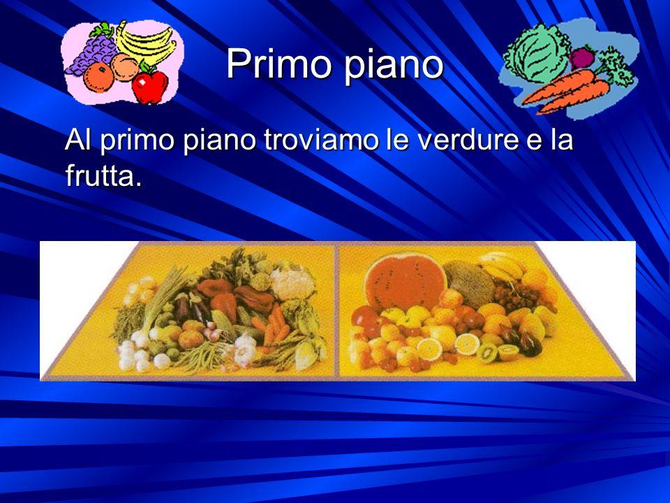 Primo piano Al primo piano troviamo le verdure e la frutta.