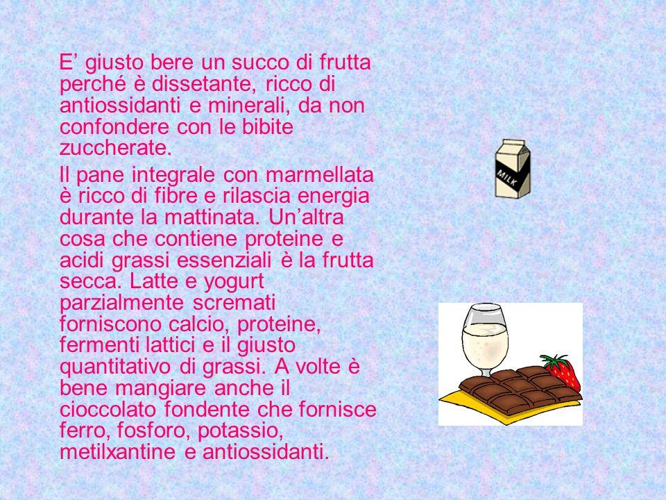 E' giusto bere un succo di frutta perché è dissetante, ricco di antiossidanti e minerali, da non confondere con le bibite zuccherate.