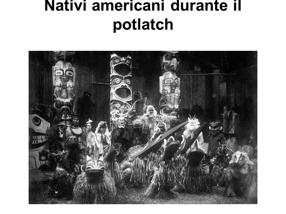 Nativi americani durante il potlatch