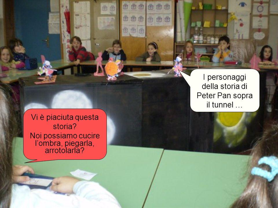 I personaggi della storia di Peter Pan sopra il tunnel …