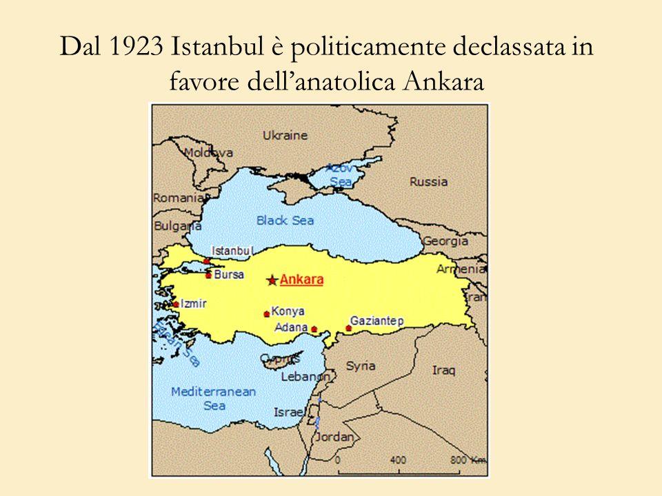 Dal 1923 Istanbul è politicamente declassata in favore dell'anatolica Ankara
