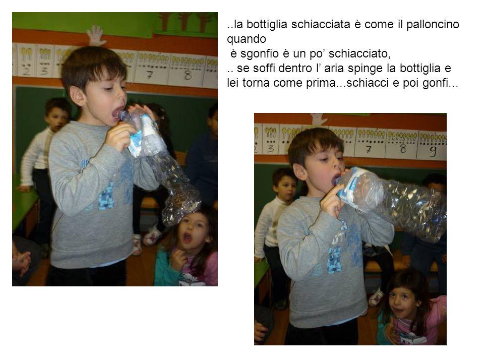 ..la bottiglia schiacciata è come il palloncino quando