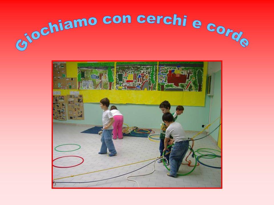 Giochiamo con cerchi e corde