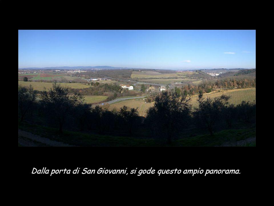 Dalla porta di San Giovanni, si gode questo ampio panorama.