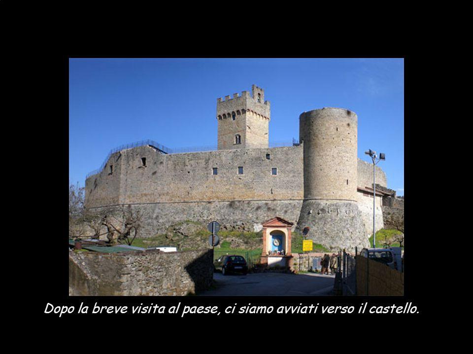 Dopo la breve visita al paese, ci siamo avviati verso il castello.