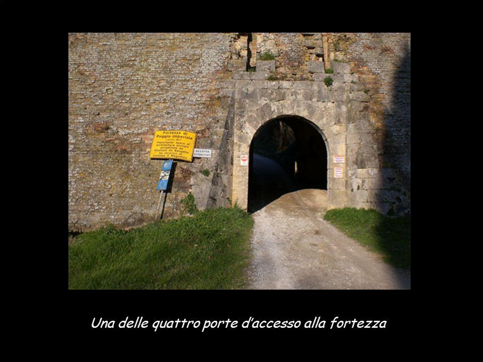 Una delle quattro porte d'accesso alla fortezza