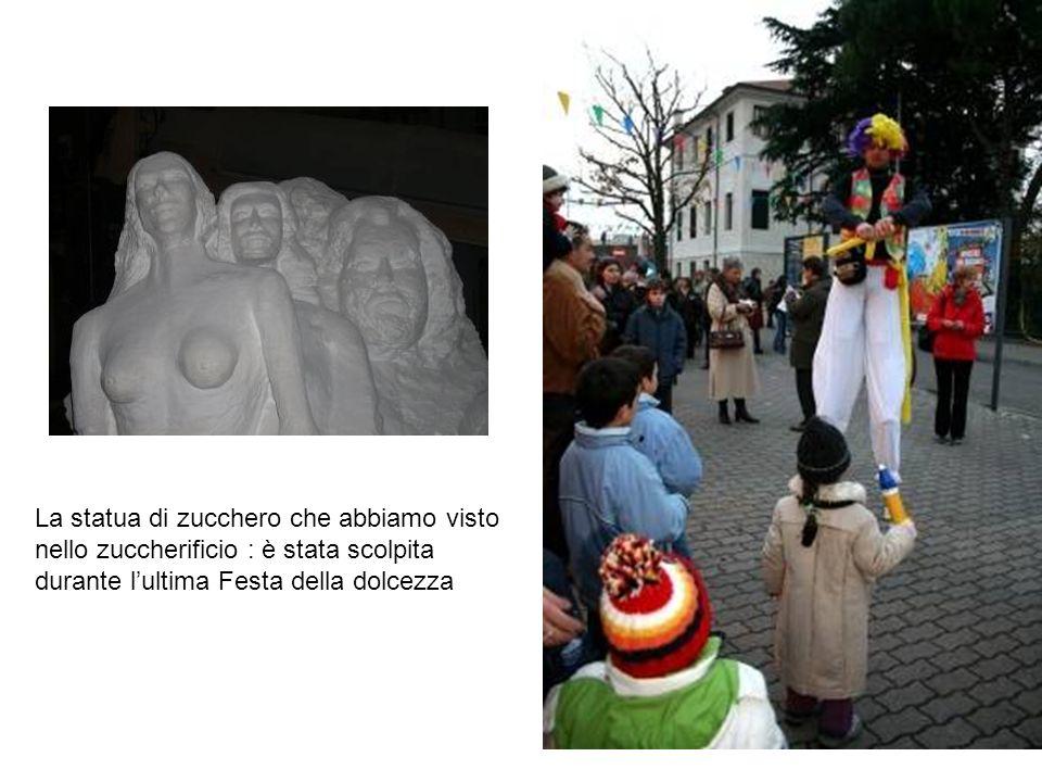 La statua di zucchero che abbiamo visto nello zuccherificio : è stata scolpita durante l'ultima Festa della dolcezza