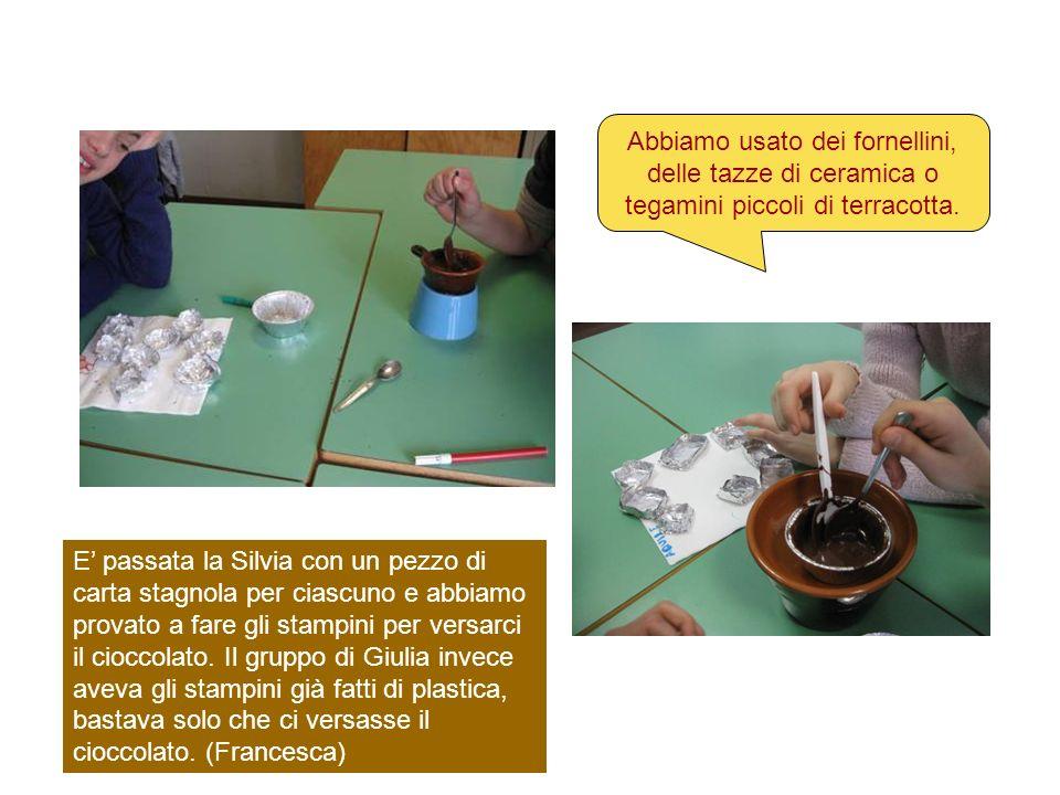 Abbiamo usato dei fornellini, delle tazze di ceramica o tegamini piccoli di terracotta.