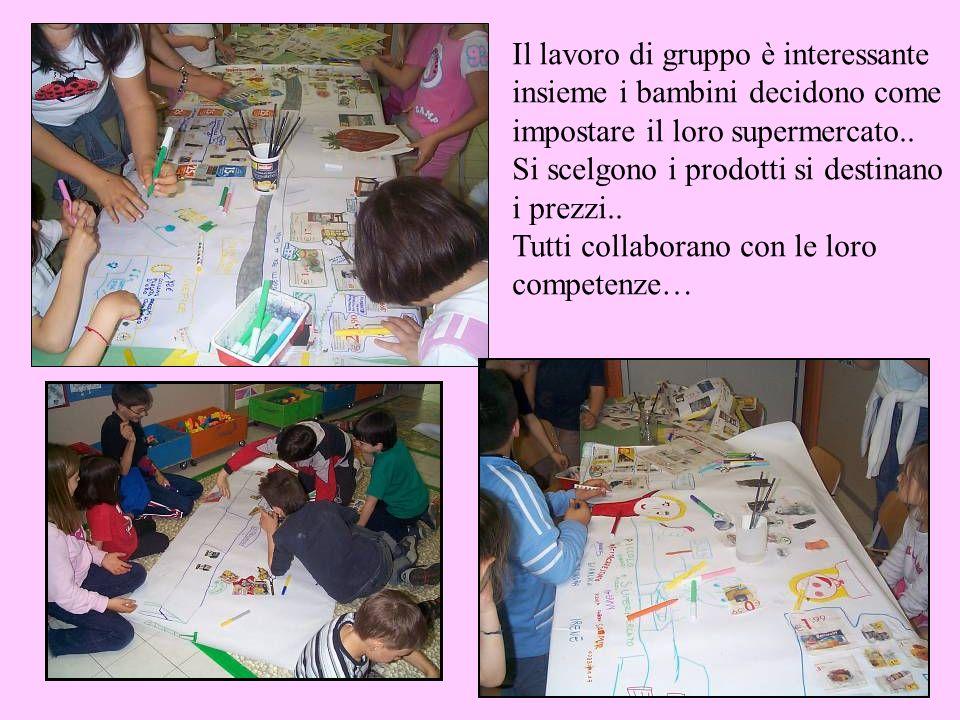 Il lavoro di gruppo è interessante insieme i bambini decidono come impostare il loro supermercato..