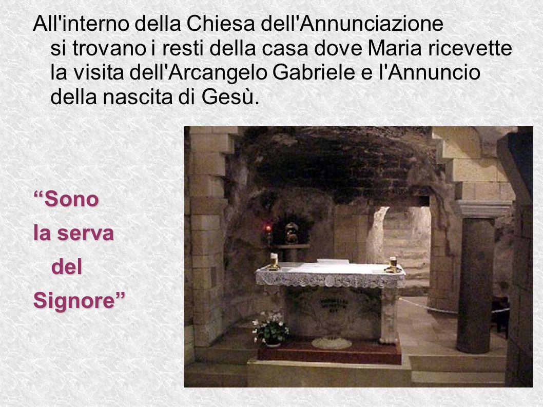 All interno della Chiesa dell Annunciazione si trovano i resti della casa dove Maria ricevette la visita dell Arcangelo Gabriele e l Annuncio della nascita di Gesù.