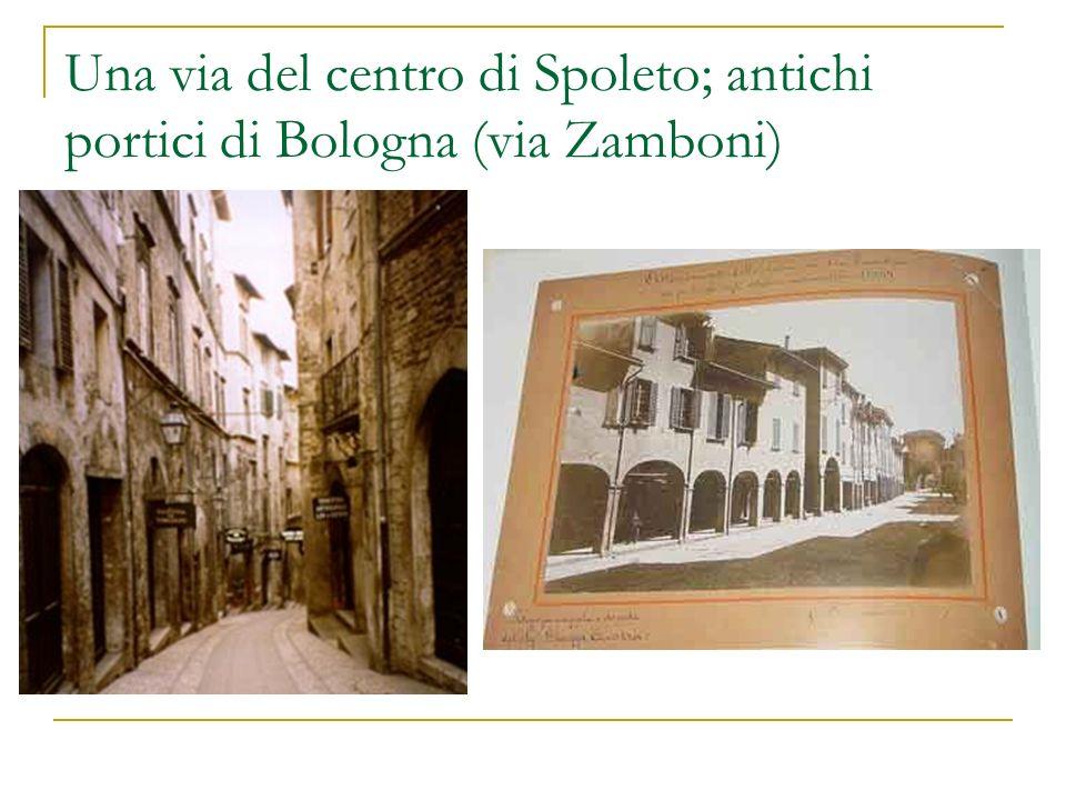 Una via del centro di Spoleto; antichi portici di Bologna (via Zamboni)