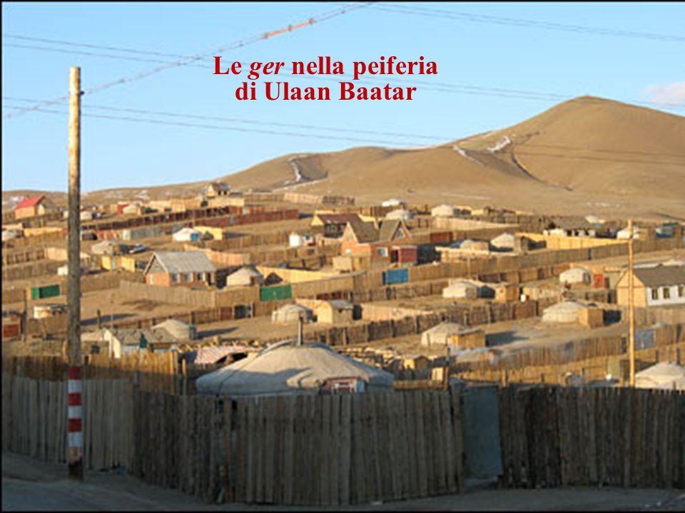Le ger nella peiferia di Ulaan Baatar Le fasi del montaggio di una ger