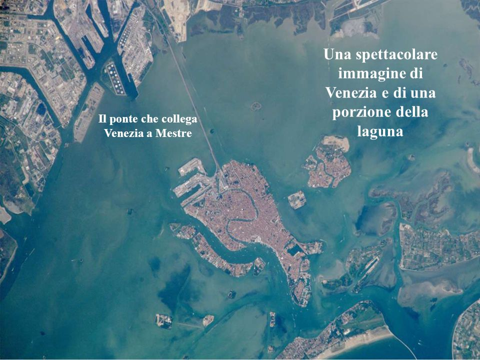 La Giudecca Una spettacolare immagine di Venezia e di una porzione della laguna. Il Canal grande.