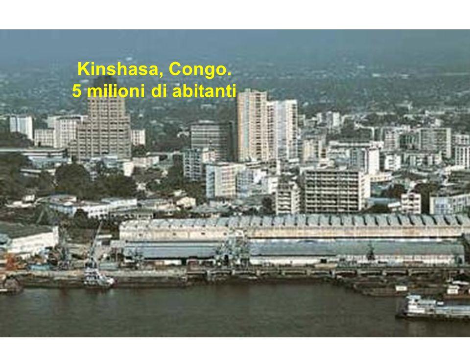 Kinshasa, Congo. 5 milioni di abitanti