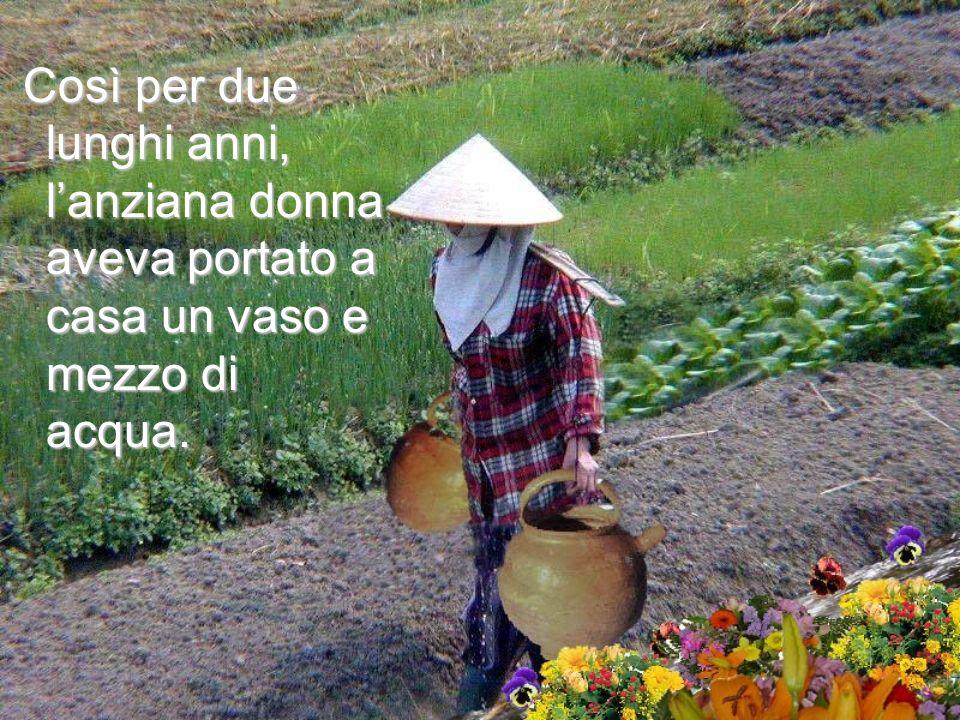 Così per due lunghi anni, l'anziana donna aveva portato a casa un vaso e mezzo di acqua.