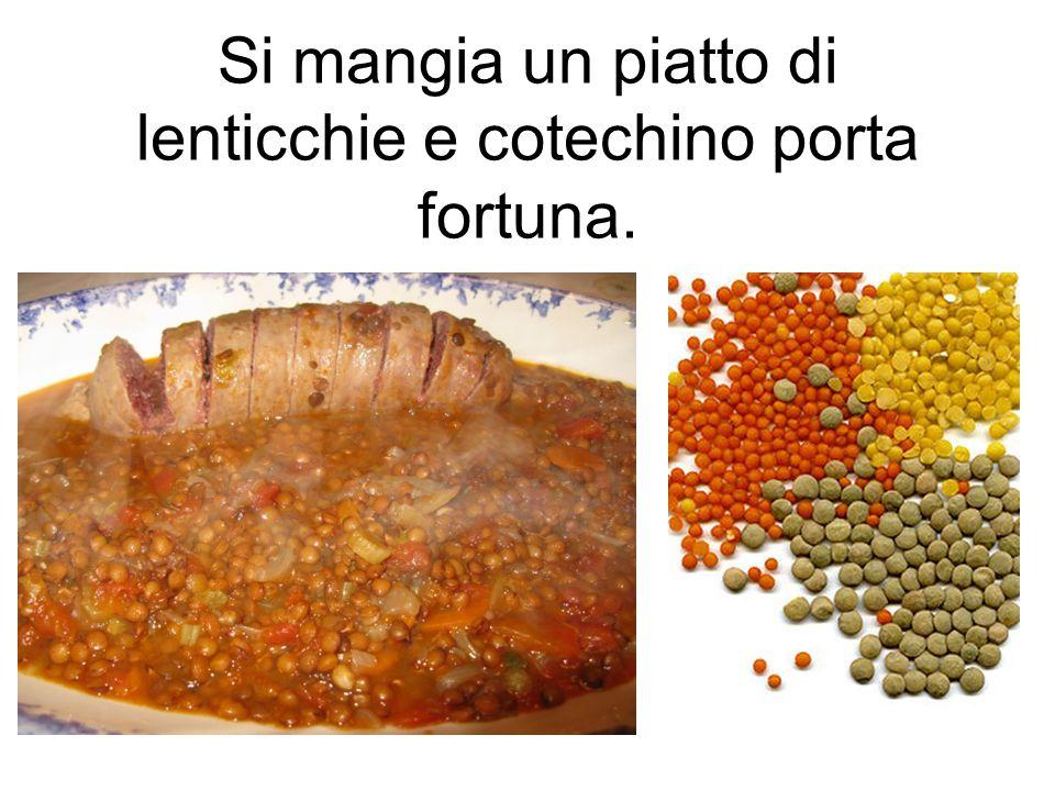 Si mangia un piatto di lenticchie e cotechino porta fortuna.