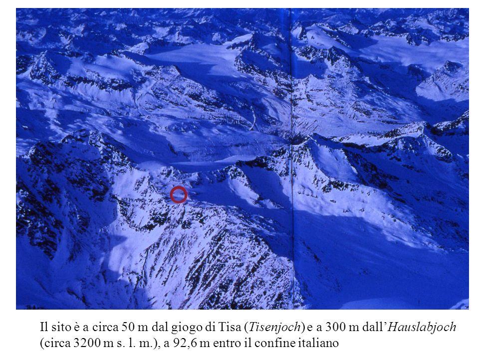 Il sito è a circa 50 m dal giogo di Tisa (Tisenjoch) e a 300 m dall'Hauslabjoch