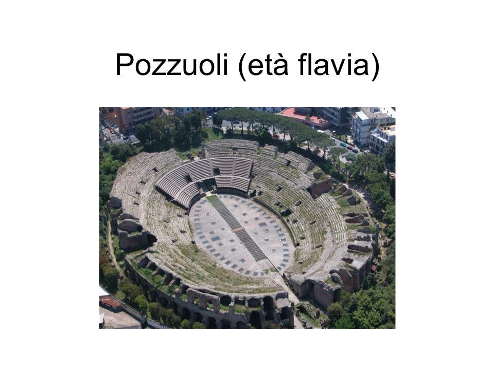 Pozzuoli (età flavia) È stato attribuito agli stessi architetti del Colosseo, del quale è di poco successivo.