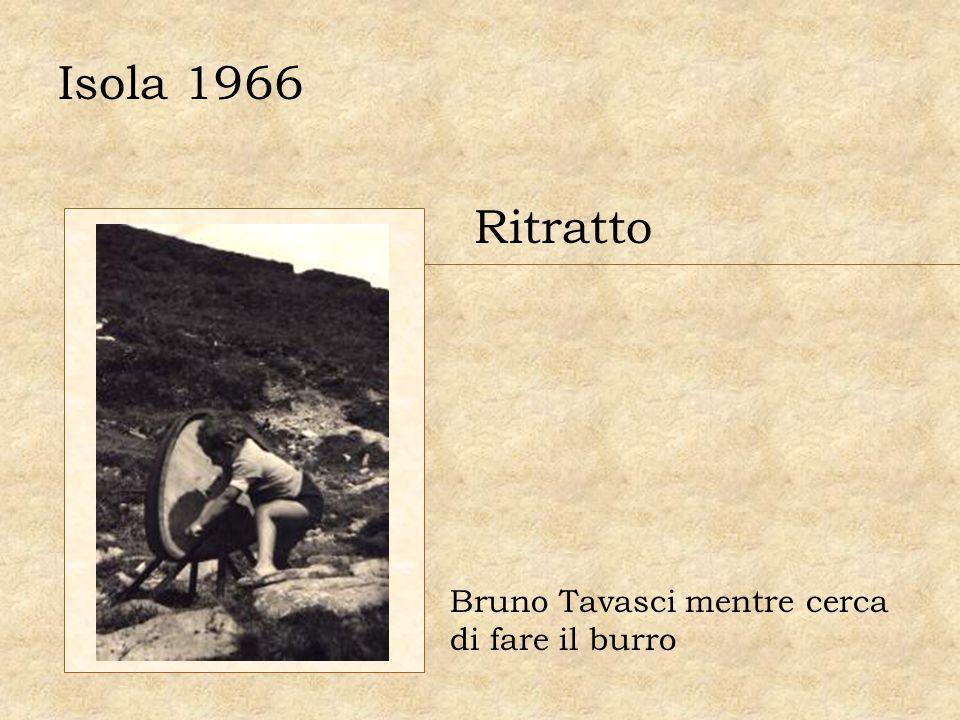 Isola 1966 Ritratto Bruno Tavasci mentre cerca di fare il burro