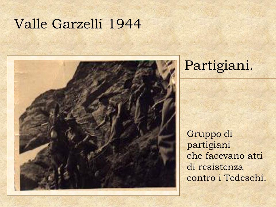 Valle Garzelli 1944 Partigiani. Gruppo di partigiani che facevano atti