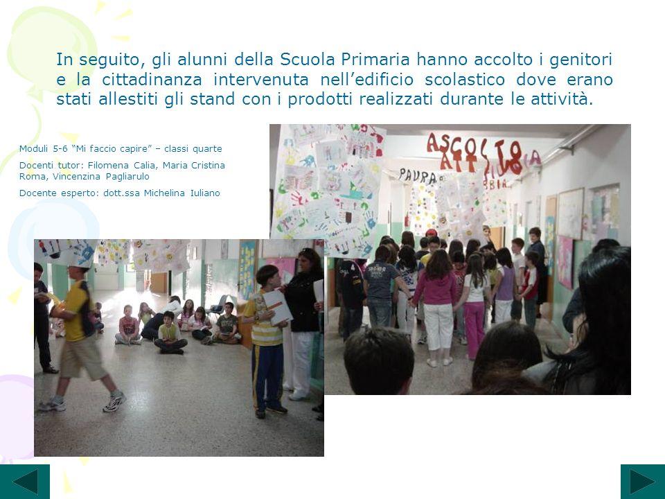 In seguito, gli alunni della Scuola Primaria hanno accolto i genitori e la cittadinanza intervenuta nell'edificio scolastico dove erano stati allestiti gli stand con i prodotti realizzati durante le attività.