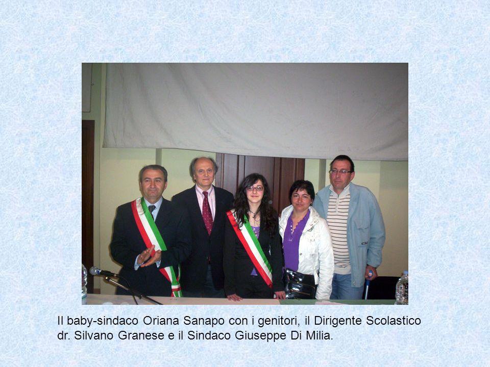 Il baby-sindaco Oriana Sanapo con i genitori, il Dirigente Scolastico dr.