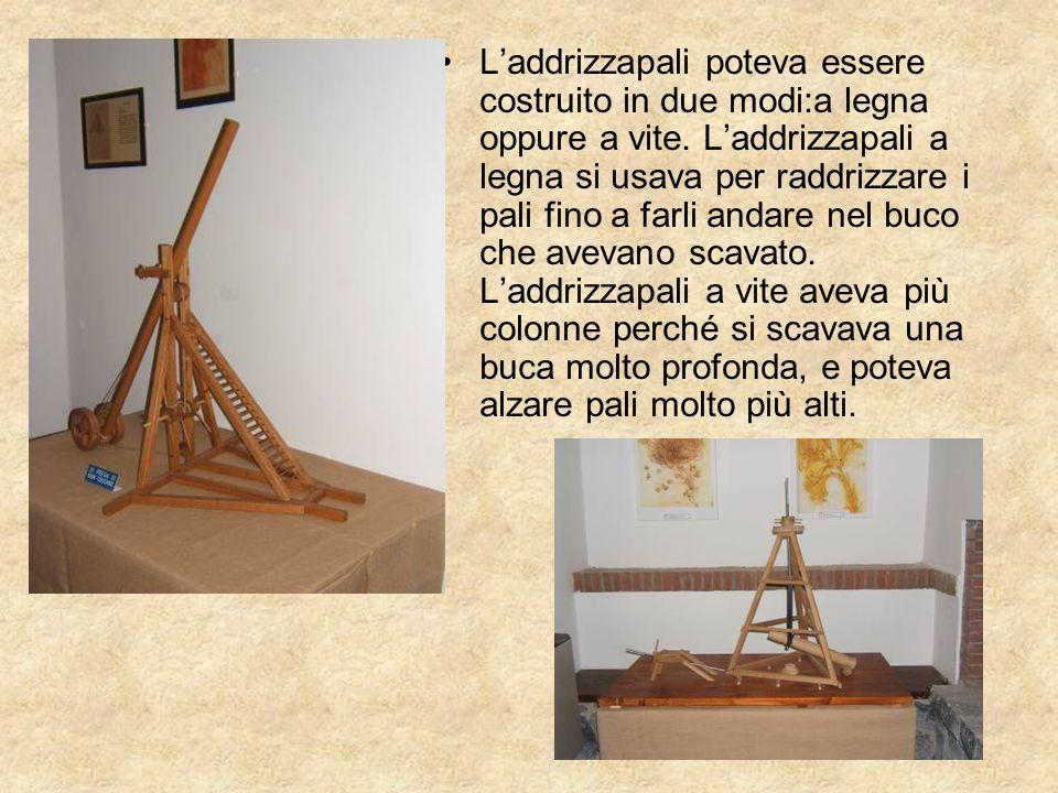 L'addrizzapali poteva essere costruito in due modi:a legna oppure a vite.