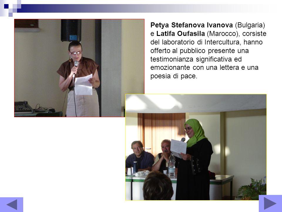 Petya Stefanova Ivanova (Bulgaria) e Latifa Oufasila (Marocco), corsiste del laboratorio di Intercultura, hanno offerto al pubblico presente una testimonianza significativa ed emozionante con una lettera e una poesia di pace.