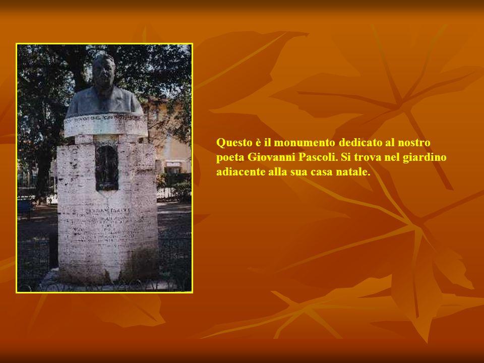 Questo è il monumento dedicato al nostro poeta Giovanni Pascoli