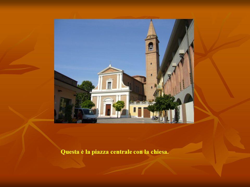Questa è la piazza centrale con la chiesa.