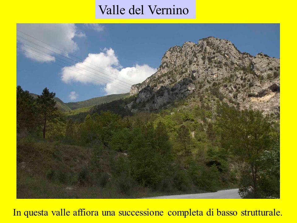 Valle del Vernino In questa valle affiora una successione completa di basso strutturale.