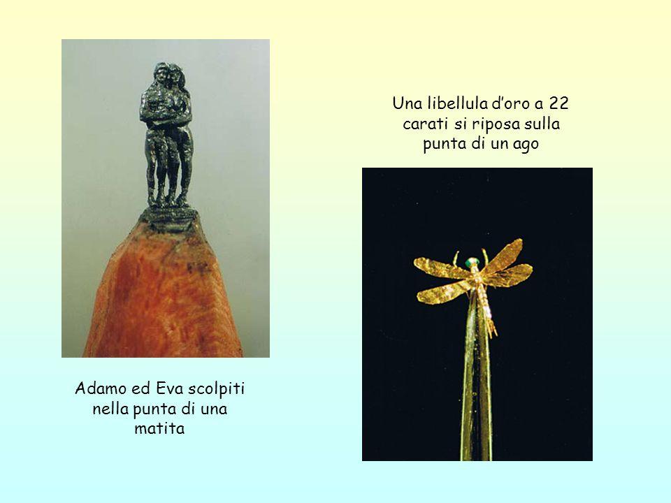 Una libellula d'oro a 22 carati si riposa sulla punta di un ago