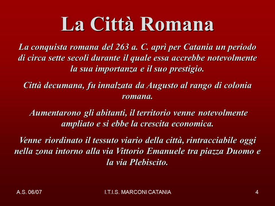 Città decumana, fu innalzata da Augusto al rango di colonia romana.