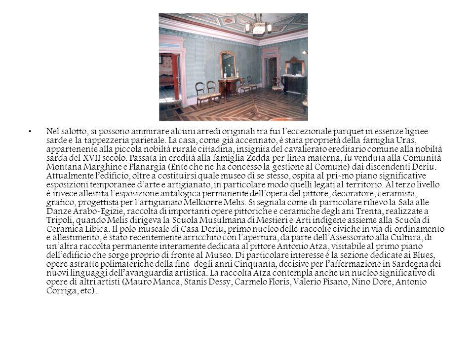 Nel salotto, si possono ammirare alcuni arredi originali tra fui l'eccezionale parquet in essenze lignee sarde e la tappezzeria parietale.