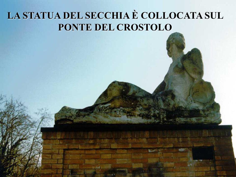 LA STATUA DEL SECCHIA È COLLOCATA SUL PONTE DEL CROSTOLO