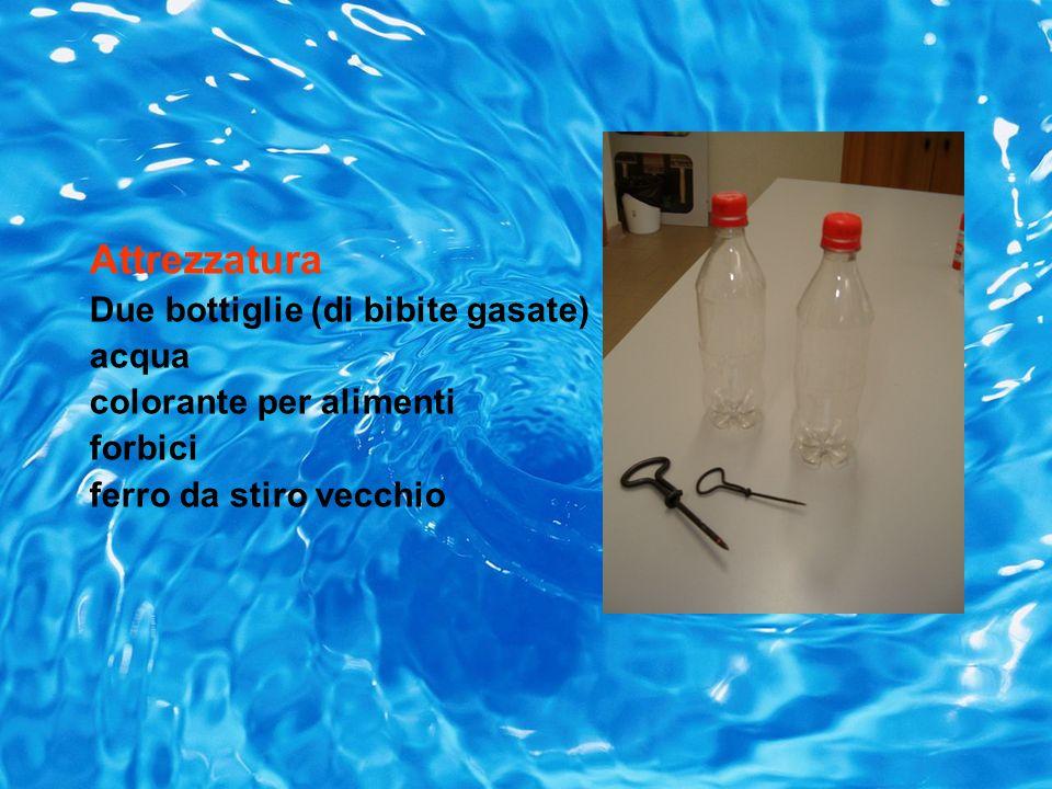 Attrezzatura Due bottiglie (di bibite gasate) acqua