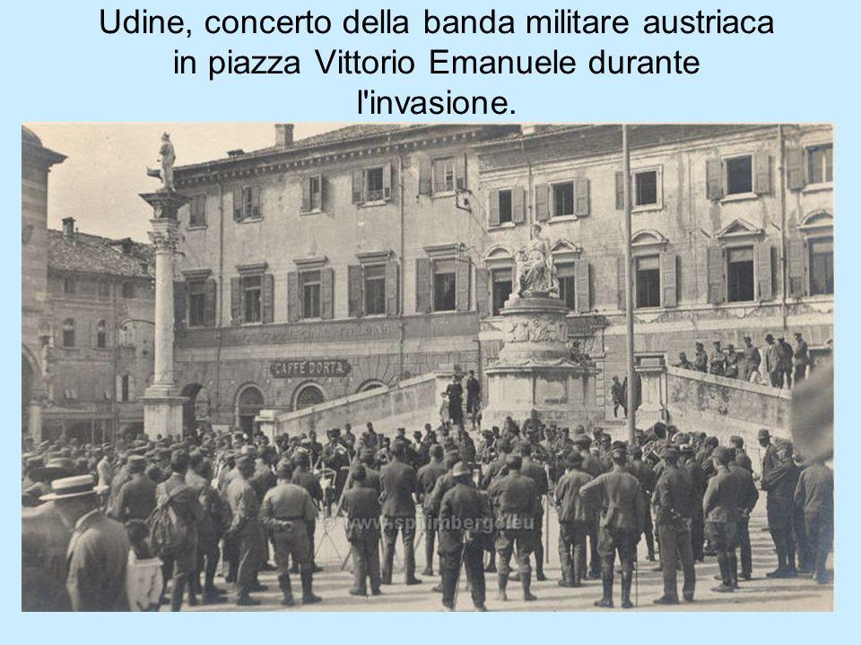 Udine, concerto della banda militare austriaca in piazza Vittorio Emanuele durante l invasione.