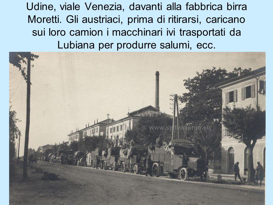 Udine, viale Venezia, davanti alla fabbrica birra Moretti