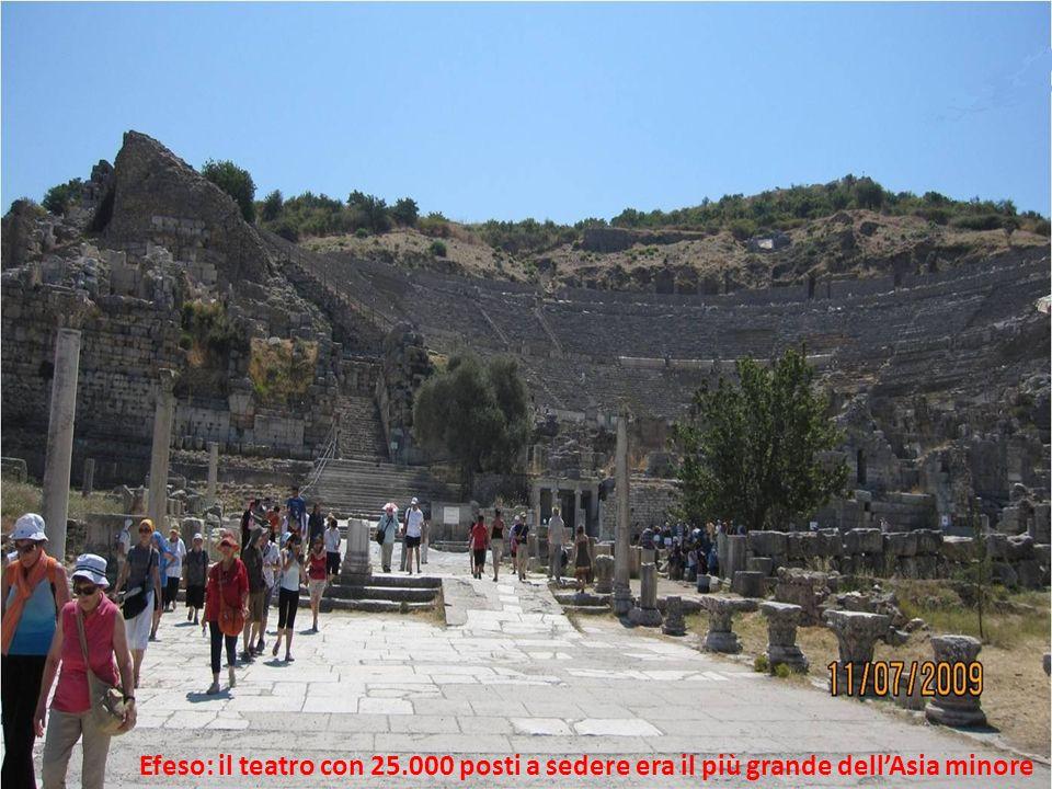 Efeso: il teatro con 25.000 posti a sedere era il più grande dell'Asia minore