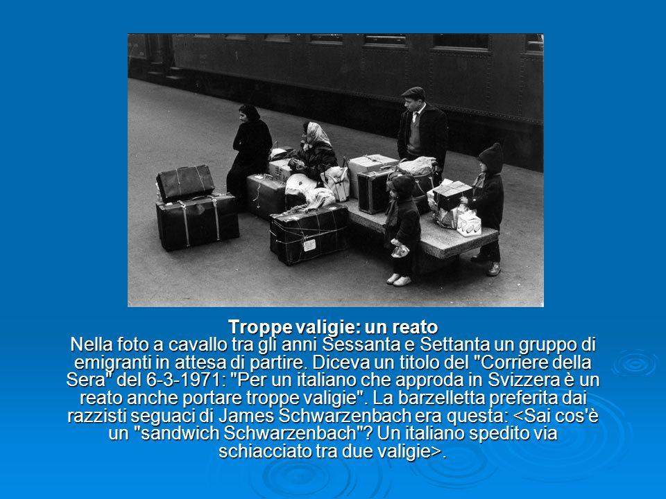 Troppe valigie: un reato Nella foto a cavallo tra gli anni Sessanta e Settanta un gruppo di emigranti in attesa di partire.
