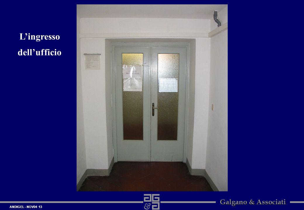 L'ingresso dell'ufficio