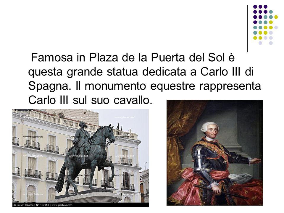 Famosa in Plaza de la Puerta del Sol è questa grande statua dedicata a Carlo III di Spagna.