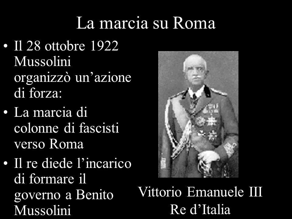 La marcia su Roma Il 28 ottobre 1922 Mussolini organizzò un'azione di forza: La marcia di colonne di fascisti verso Roma.