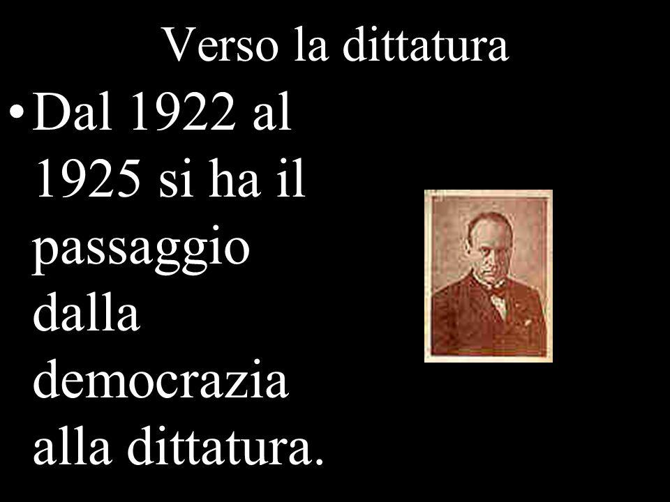 Dal 1922 al 1925 si ha il passaggio dalla democrazia alla dittatura.