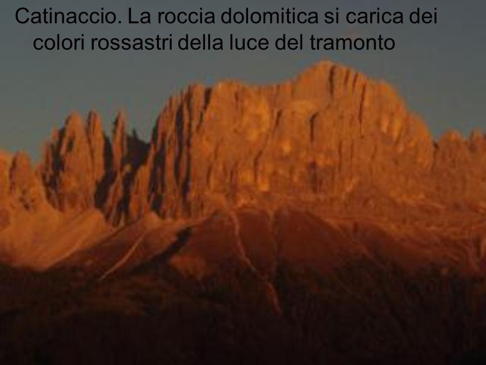 Catinaccio. La roccia dolomitica si carica dei colori rossastri della luce del tramonto