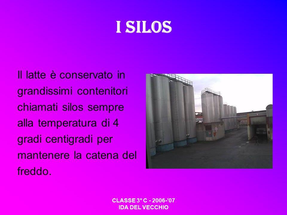 I silos Il latte è conservato in grandissimi contenitori