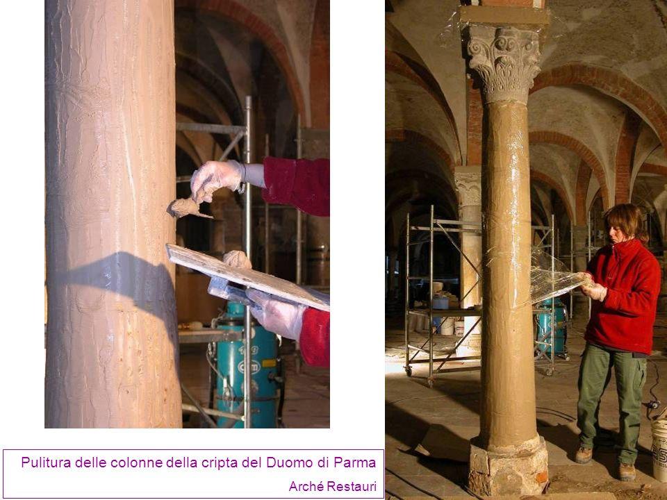 Pulitura delle colonne della cripta del Duomo di Parma