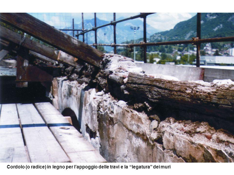 Cordolo (o radice) in legno per l'appoggio delle travi e la legatura dei muri